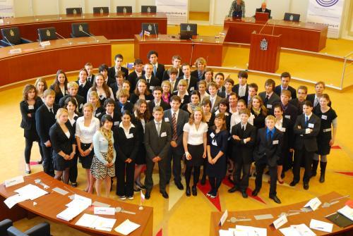 Het Model European Parliament 2009 voor het begin van de plenaire zitting in de Statenzaal te Maastricht (dag 4)